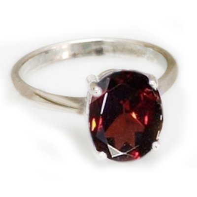 Natural 1.65 ctw Garnet Oval .925 Sterling Silver Ring