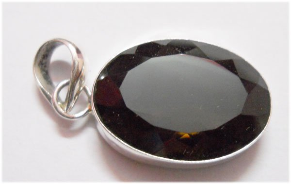 NATURAL 39.10 CTW BLACK ONEX OVAL PENDANT .925 STERLING