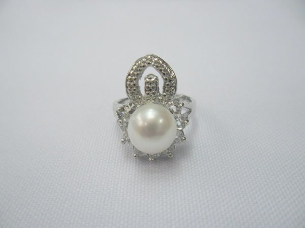 WHITE PEARL WITH ILLUSIONS AND CZ SILVER RING; METAL: S
