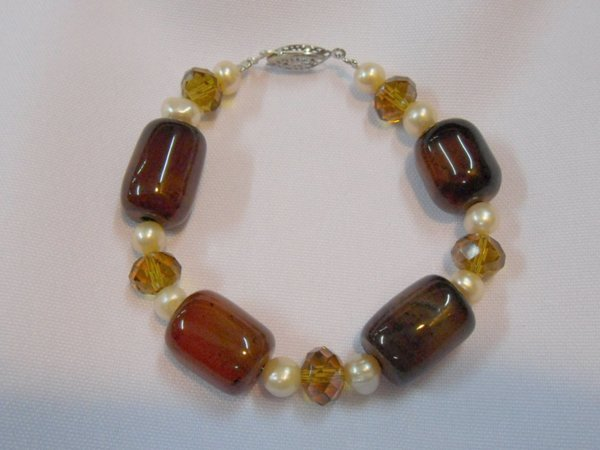 200CTW YELLOW CARNILLIAN AND PEARL BRACELET****8-INCH**