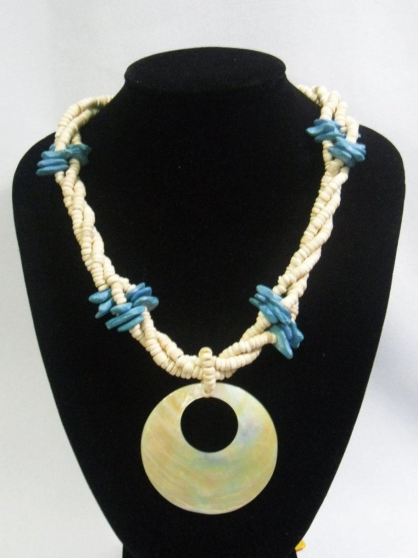 NATIVE IVORY AND BLUE WOODEN NECKLACE WITH CAPIZ PENDAN