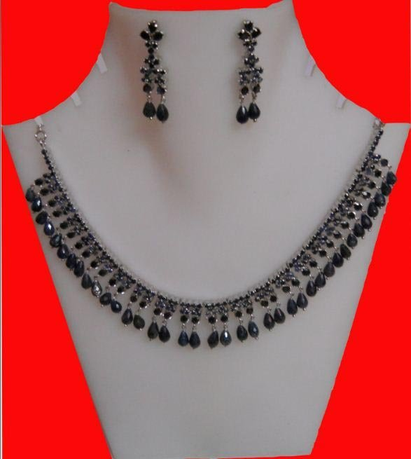 215.85 ctw AFRICAN SAPPHIRE NECKLACE AND EARRING SET .9
