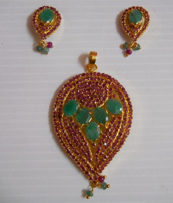 122.15 CTW GOLD PLATED RUBY/EMERALD SET