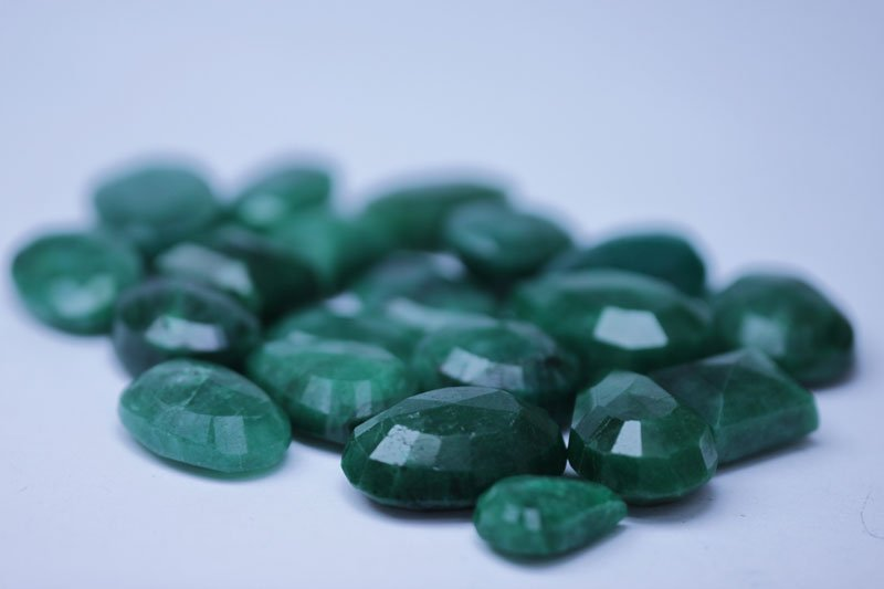 230.25 CTW AFRICAN EMERALD MIX SHAPES LOOSE STONES (13)
