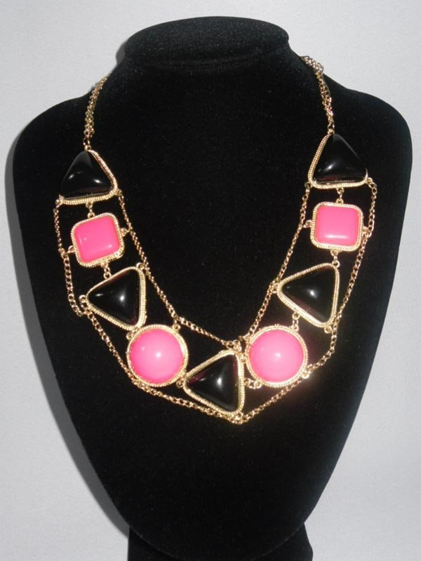 378CTW BLACK-PINK TRI-SHAPED BRASS NECKLACE;18INCH
