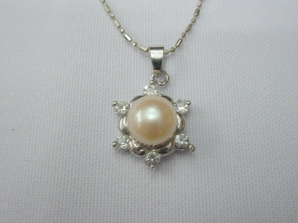 PEACH PEARL WITH 6CZ PENDANT SILVER NECKLACE; METAL: SI