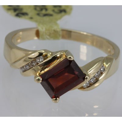 Genuine 1.33 ctw Garnet Ring 14KT Yellow Gold