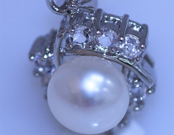 15.50 CTW WHITE PEARL AND CZ PENDANT