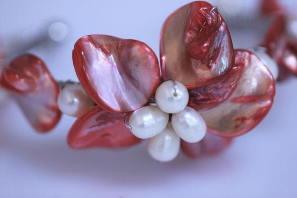 WHITE PEARL AND RED BRACELET
