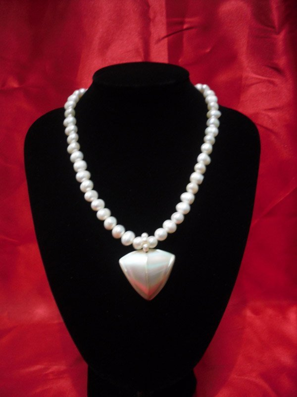 350CTW FRESHWATER WHITE PEARL WITH CAPIZ NECKLACE