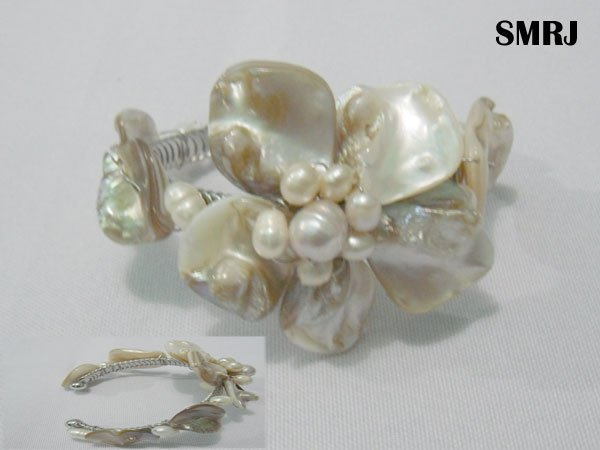 MOTHER OF PEARL IVORY AND PEACH PEARL BANGLE *** METAL: