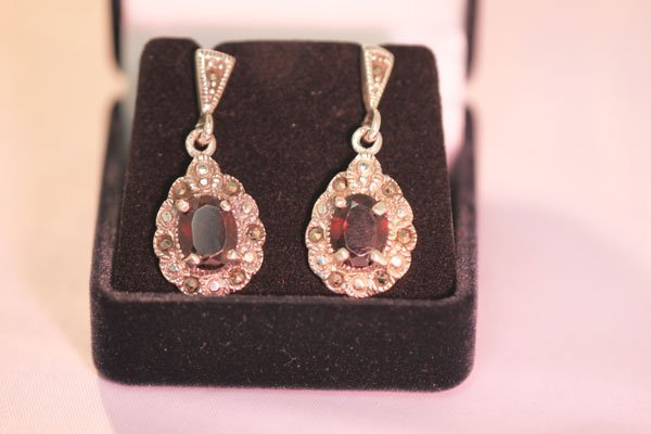 50.00 CTW ANTIQUE LOOKING GARNET DANGLING EARRINGS .92