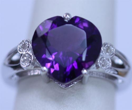 26.50 CTW AMETHYST AND DIAMOND RING .925 STERLING SILVE