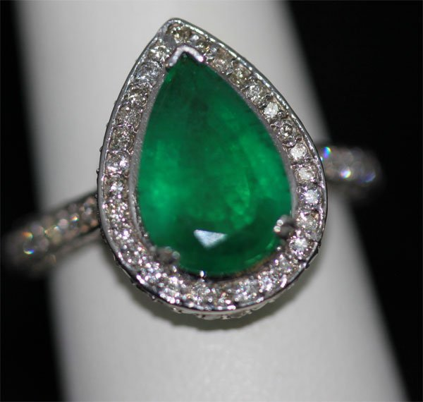 14K GOLD PEAR CUT EMERALD AND DIAMOND RING
