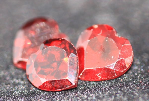 4.18 CTW HEAR SHAPED GARNET 7 MM (3)
