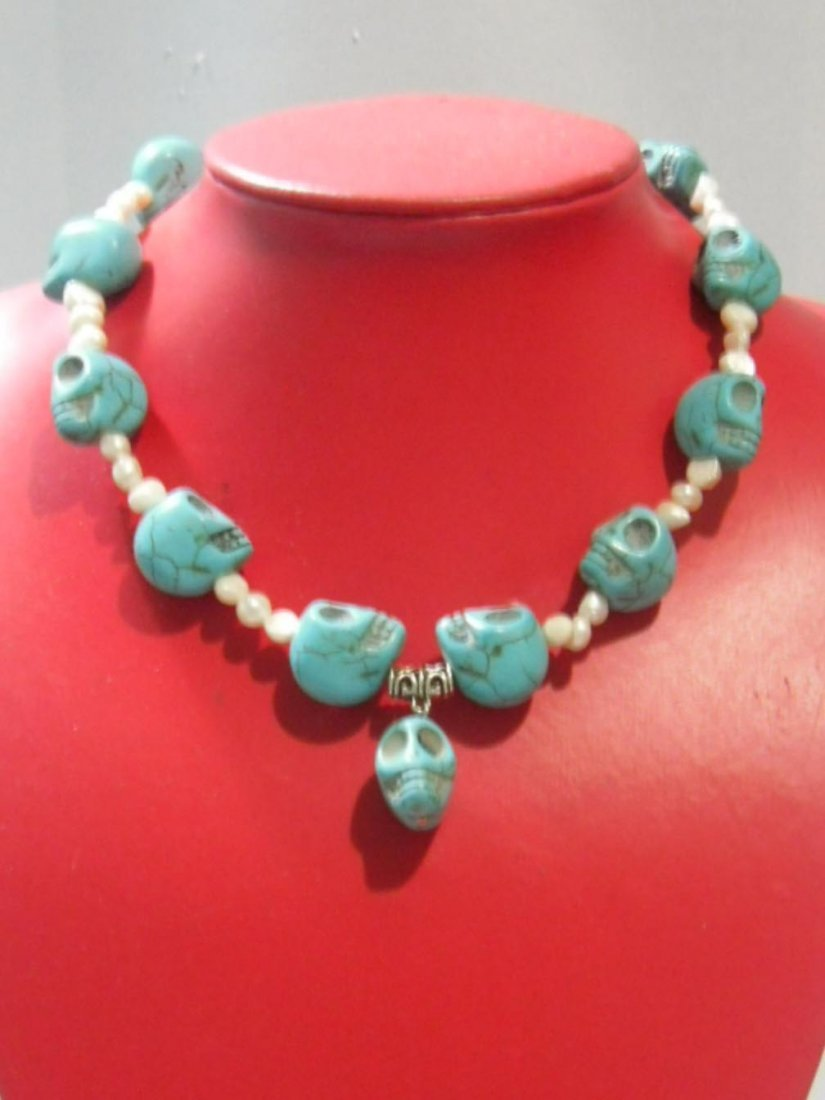 404CTW NATURAL BLUE TURQUOISE SKULL AND PHILIPPINE WHIT