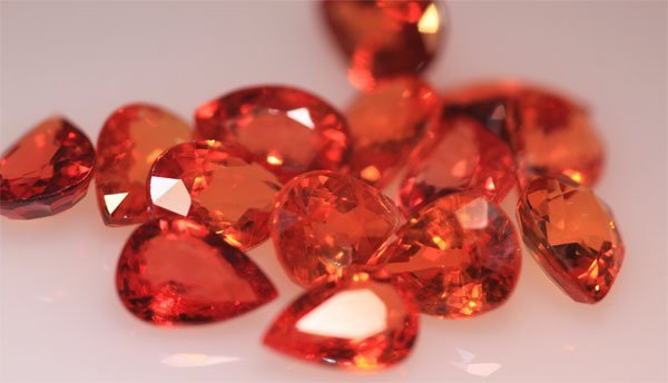 11.38 CTW DARK ORANGE SAPPHIRE PEARSHAPE 5X7mm