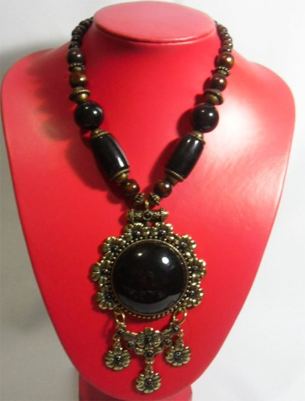 530CTW NATIVE WOODEN BEADED BLACK PENDANT NECKLACE 18IN