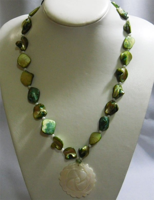 350CTW PHILIPPINE GREEN MOTHER OF PEARL NECKACE WITH CA