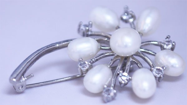 WHITE PEARL AND CZ BROACH