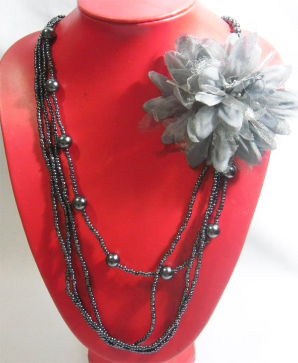 3-1 MAURICA BEADED GRAY FLOWER NECKLACE 3LAYERS 20INCH