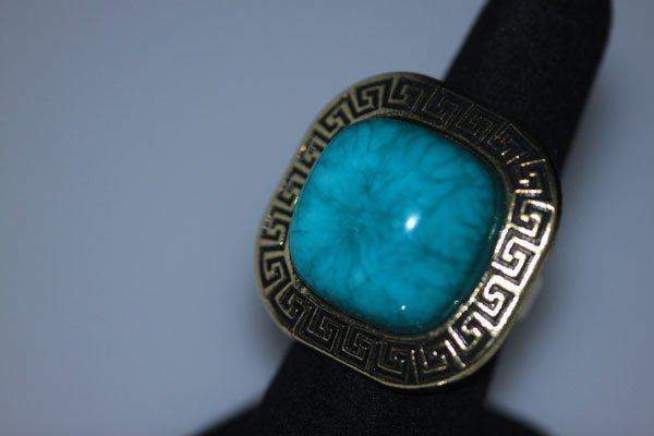 FASHION JEWELRY BRASS RING; SYNTHETIC TURQUOISE STONE