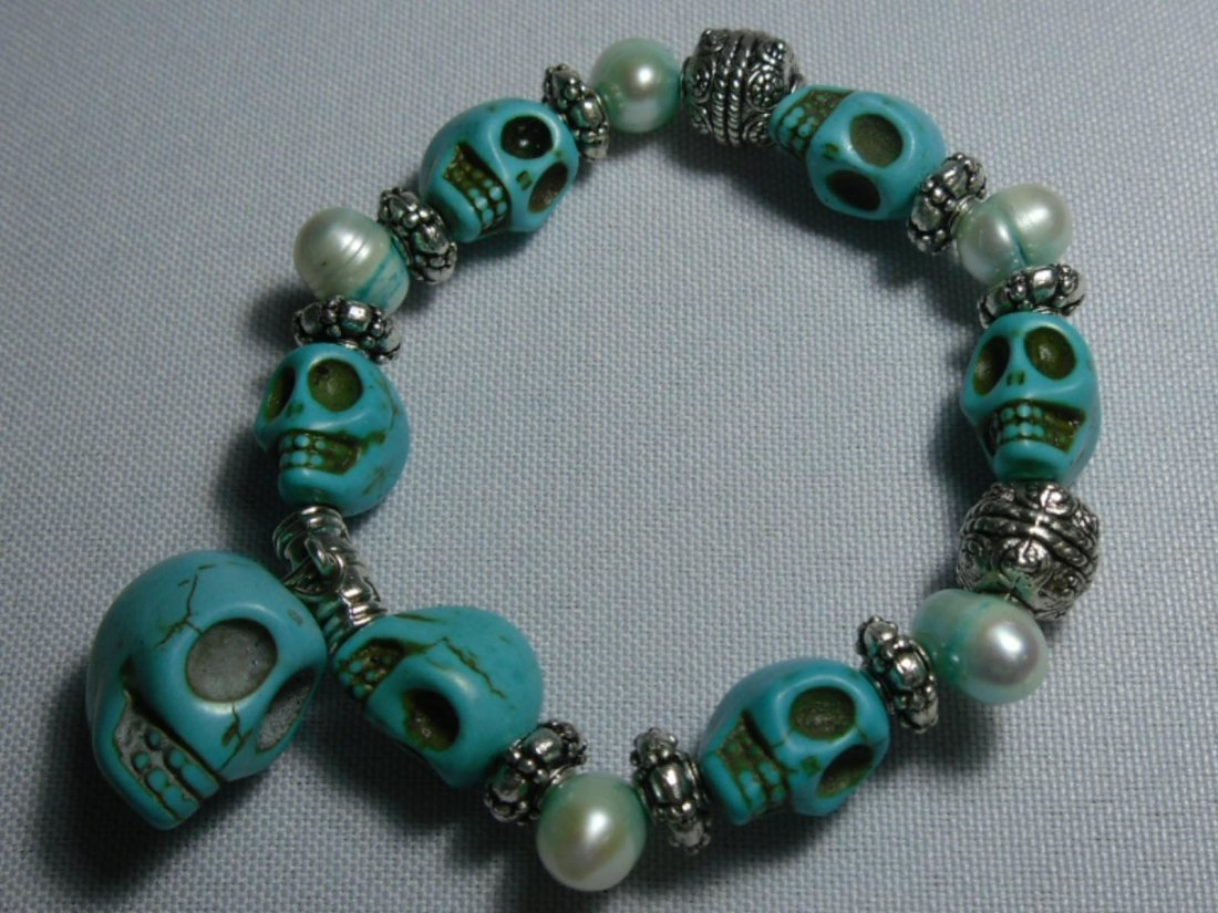 199CTW NATURAL BLUE TURQUOISE SKULL AND PHILIPPINE WHIT