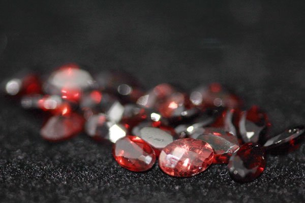 6.46 CTW OVAL GARNET 5X3MM (20)