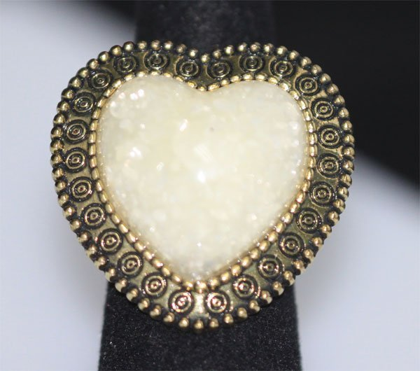 FASHION JEWELRY BRASS RING; HEART SHAPED; SYNTHETIC LIG