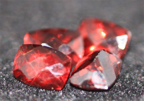 5.22 CTW CUSSION CHECKERED BOARD GARNET 5X7 MM (4)