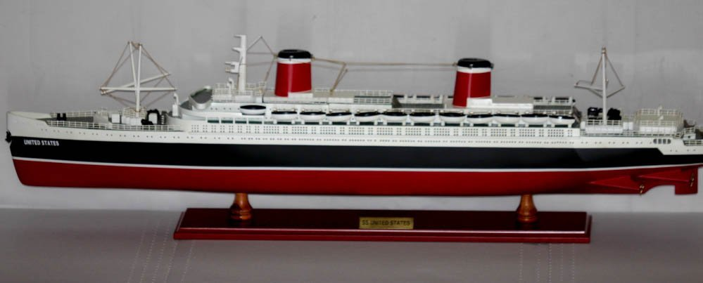 COLLECTORS EDITION HANDMADE SS UNITED STATES SHIP MODEL