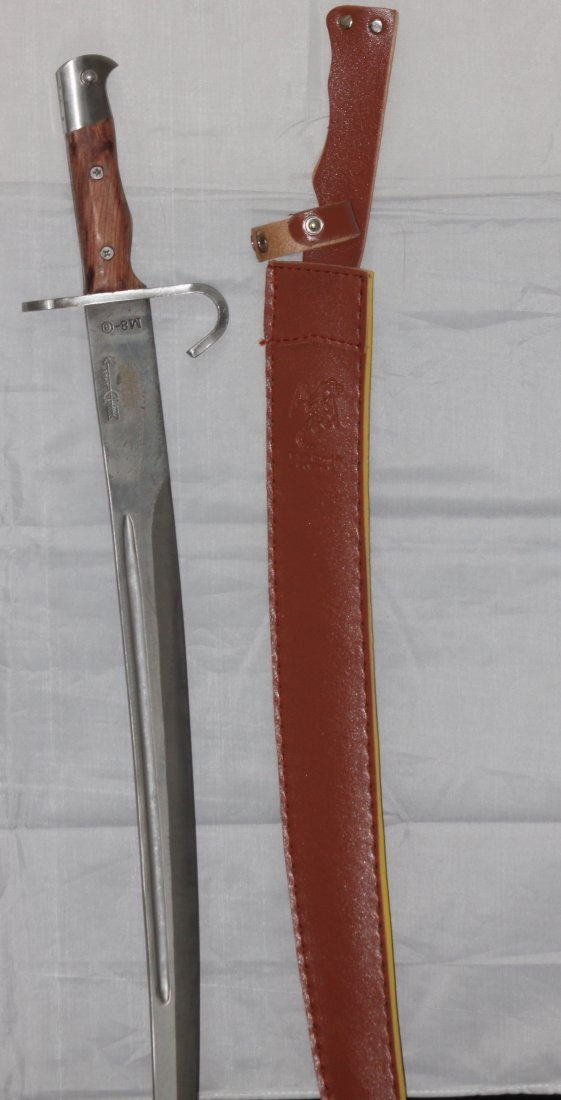 COLLECTORS EDITION FULL TANG MILITARY M8 SWORD WOODEN H