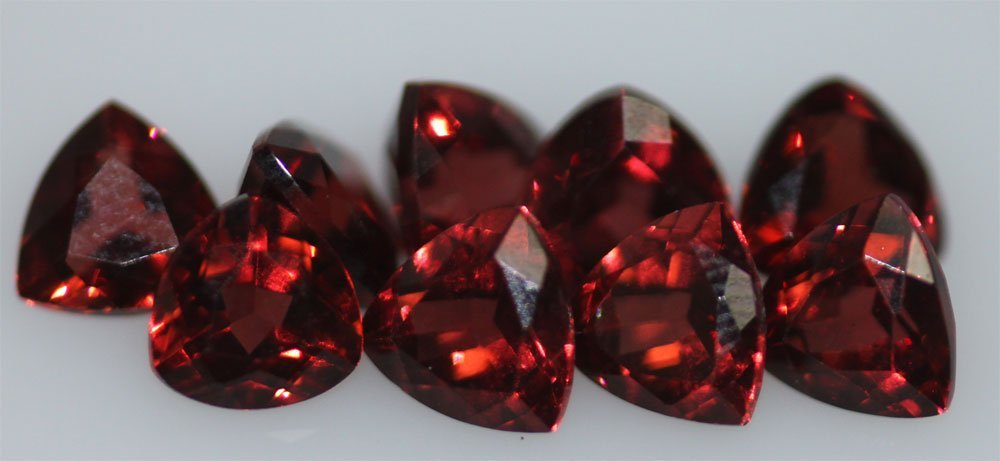5.26 CTW GARNET TRILLION CUT 5MM (9)