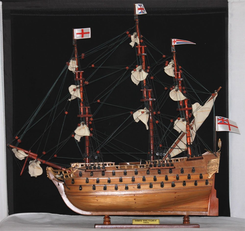 COLLECTORS EDITION HANDMADE HMS VICTORY SHIP MODEL W/CO