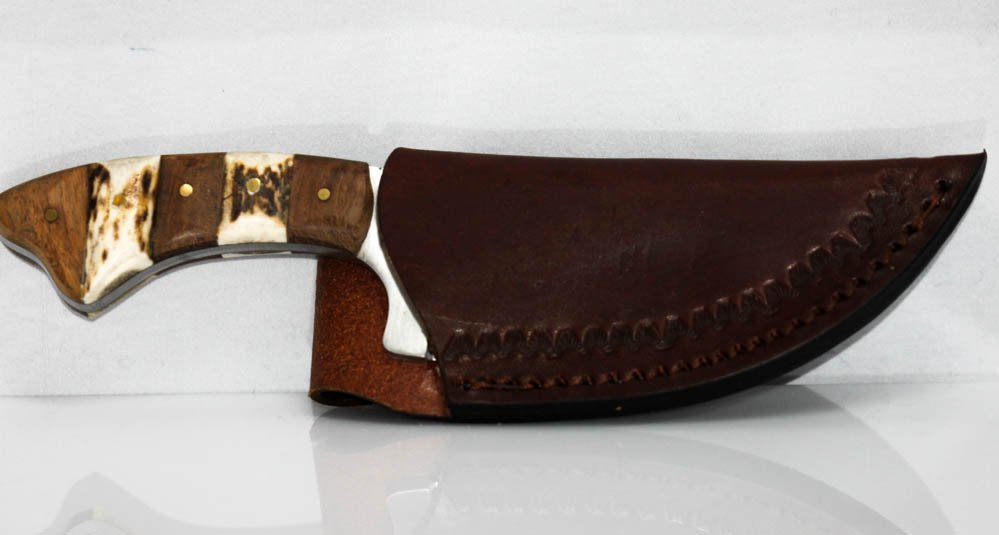 COLLECTORS EDITION ANTIQUE LOOKIG HUNTING KNIFE