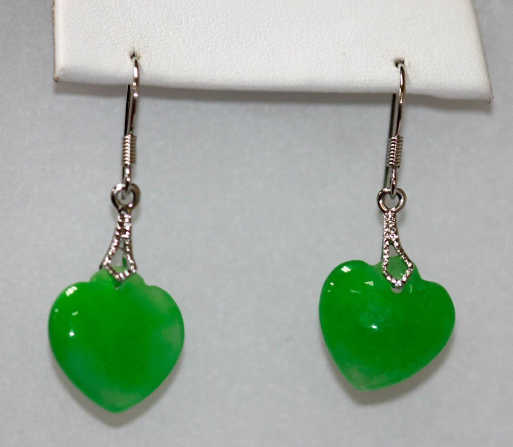 ELEGANT NATURAL GREEN JADE HEART EARRINGS