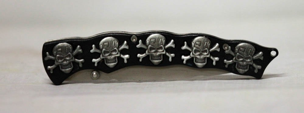 COLLECTIBLE SKULL BONES FOLDING KNIFE/ BLACK