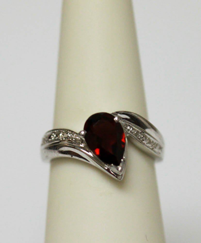 .925 STERLING SILVER GARNET RING 1.35 CTW