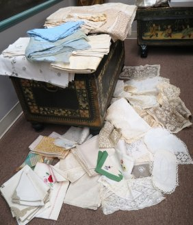 LOT OF TABLE LINENS AND LACE
