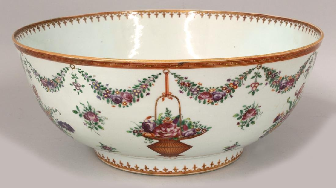 LARGE CHINESE EXPORT PORCELAIN BOWL