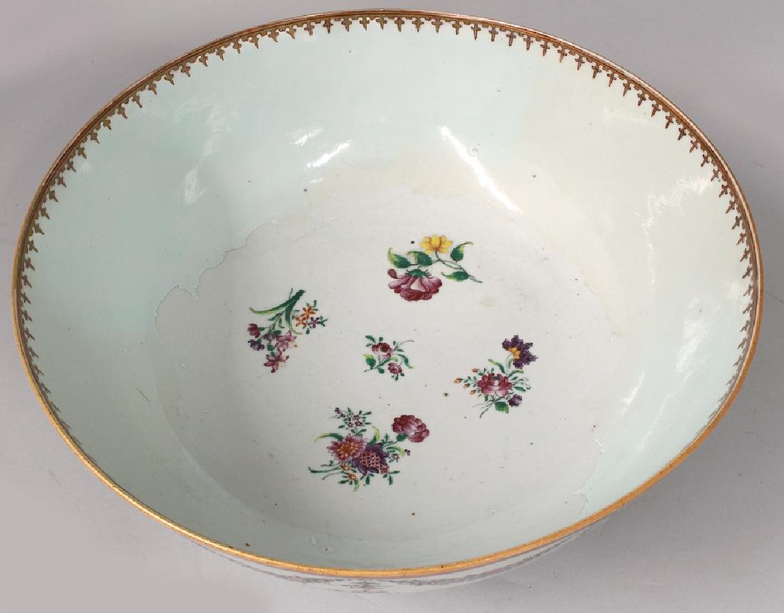 LARGE CHINESE EXPORT PORCELAIN BOWL - 2