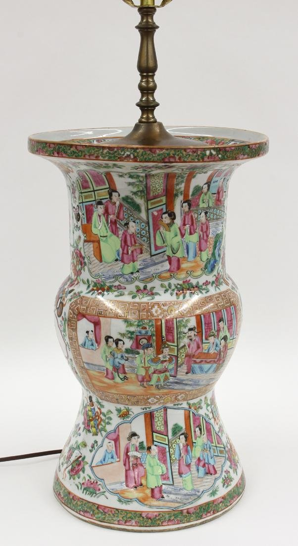 LARGE CHINESE EXPORT PORCELAIN TABLE LAMP