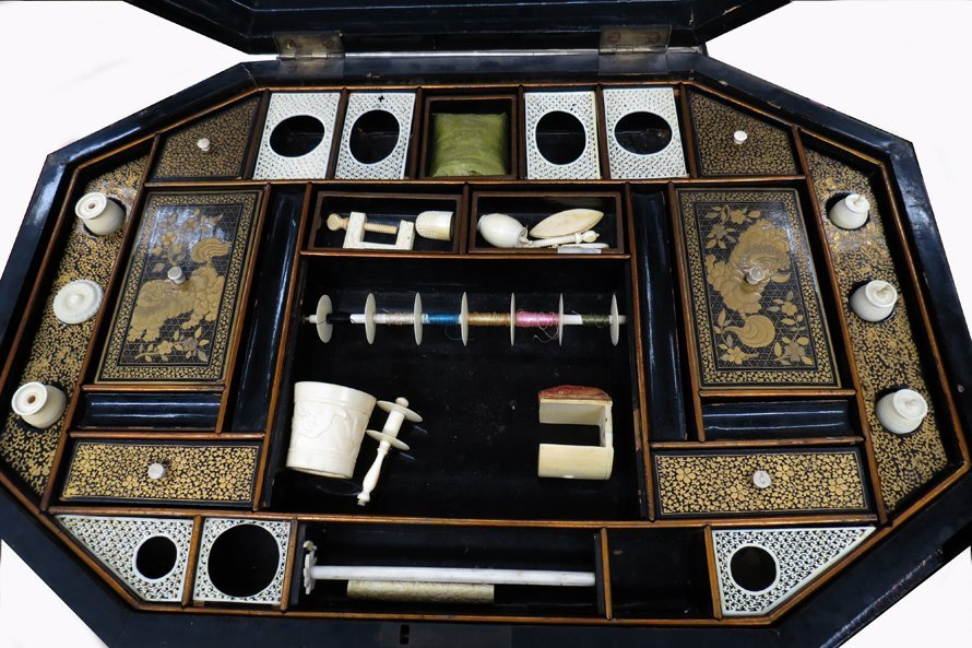19TH C. CHINA TRADE CHINOISERIE SEWING BOX ON STAND - 2