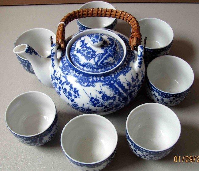 4A: Porcelain Set of Tea Pot and 7 Tea Cups