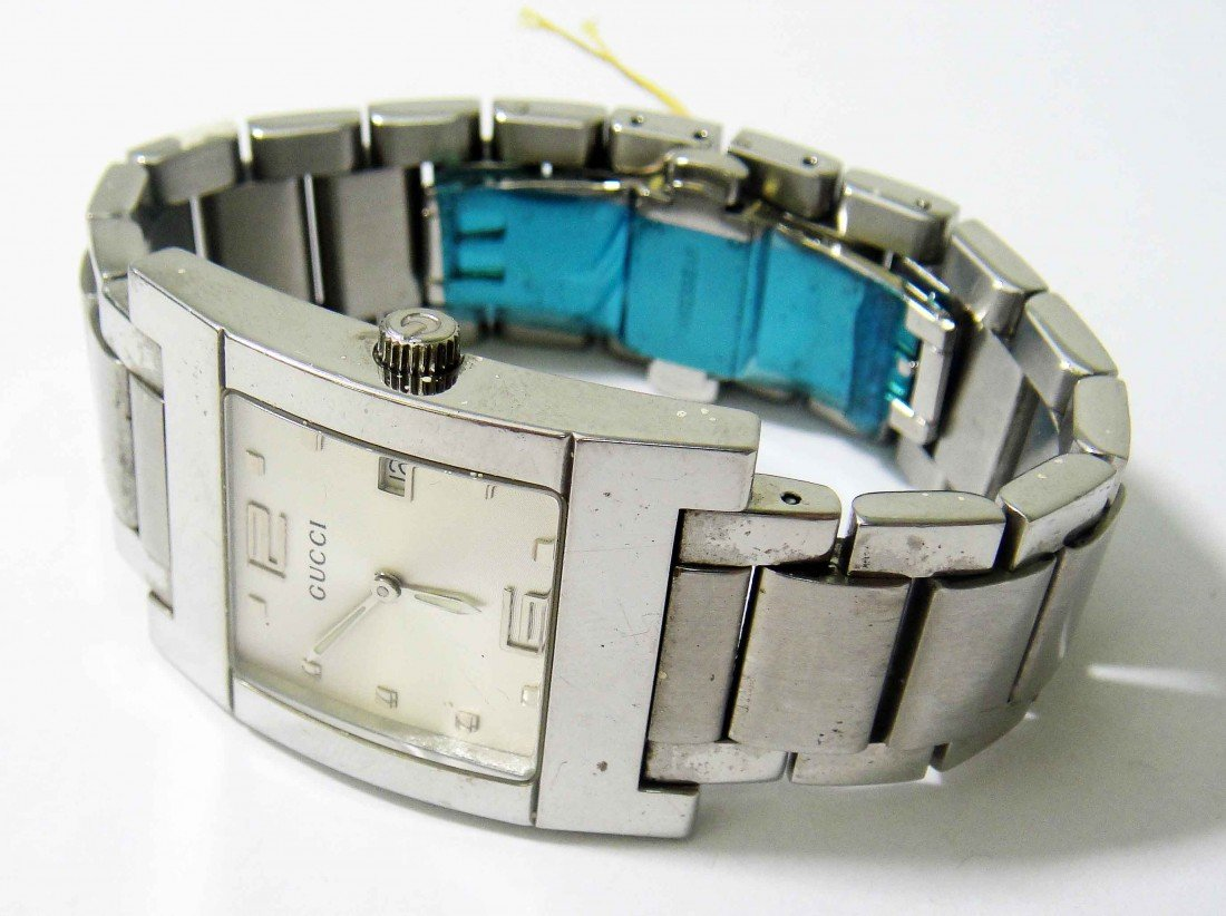 18A: Vintage Gucci Woman's Stainless Steel Wristwatch