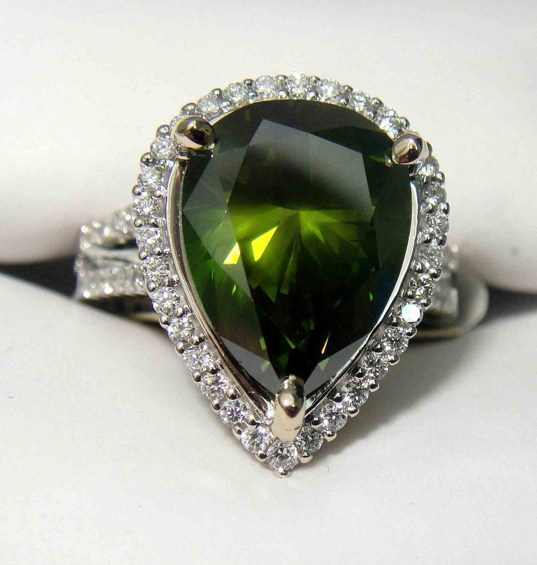 6.16ctw (5.54ct CNTR) Fancy Green Diamond 18KT Ring - 3