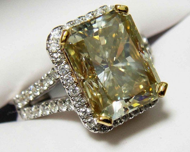 5.19ct CNTR Diamond (5.94CTW) on 18KT/22KT Gold Ring