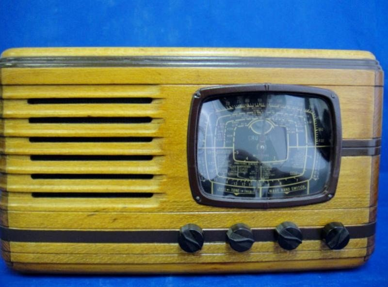 1A: 1930's ANTIQUE RADIO IN PERFECT WORKING CONDITION A