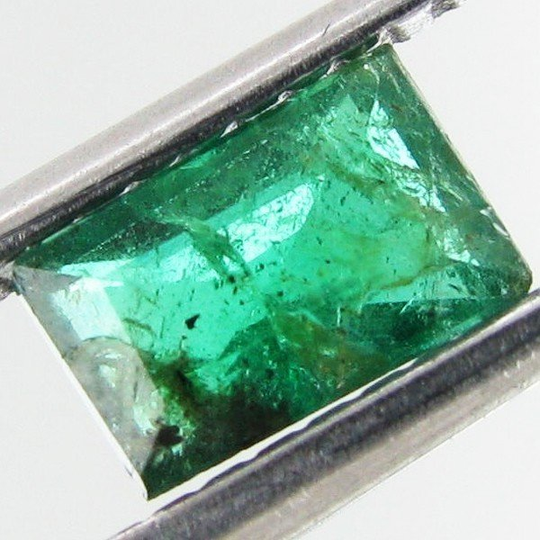 9: 0.45ct Green Zambian Emerald Emerald Cut
