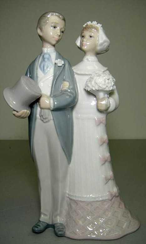 61W: LLadro 4808 Wedding Bride & Groom Cake Topper